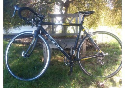 Felt F75 Carbon Fibre Road Bike