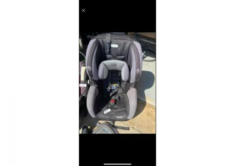 Evenflo SureRide Convertible Car Seat. Gray/Black.